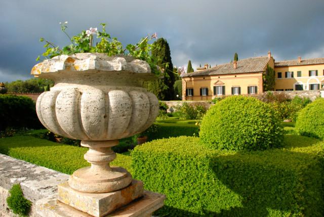 Garden Tour at La Foce the main villa with an urn | tiny farmhouse