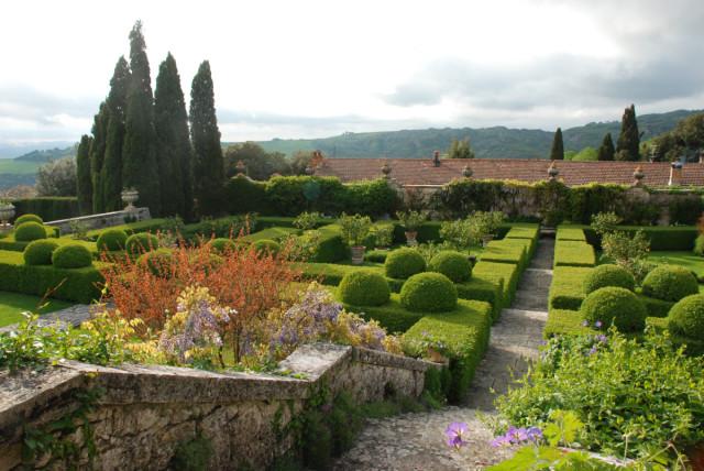 Garden Tour at La Foce hedgerows | tiny farmhouse