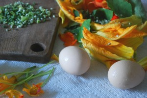Scrambled Eggs with Edible Flowers